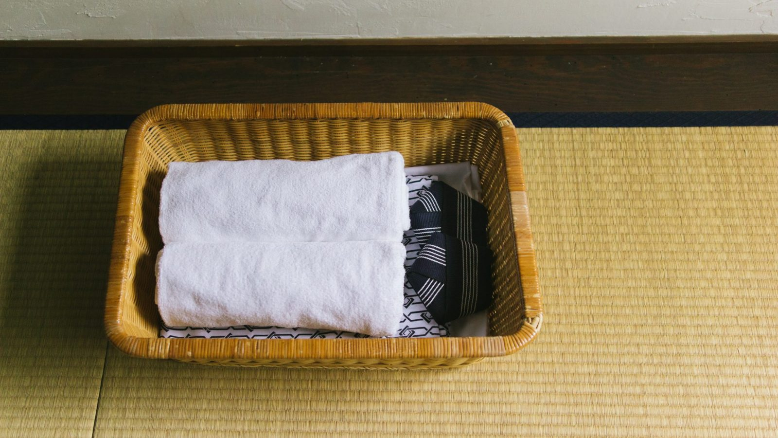 basket with towels and yukata