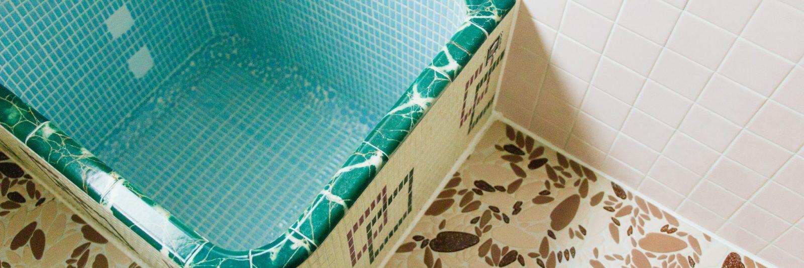 Showa Style retro bathtub at Coya Cottage