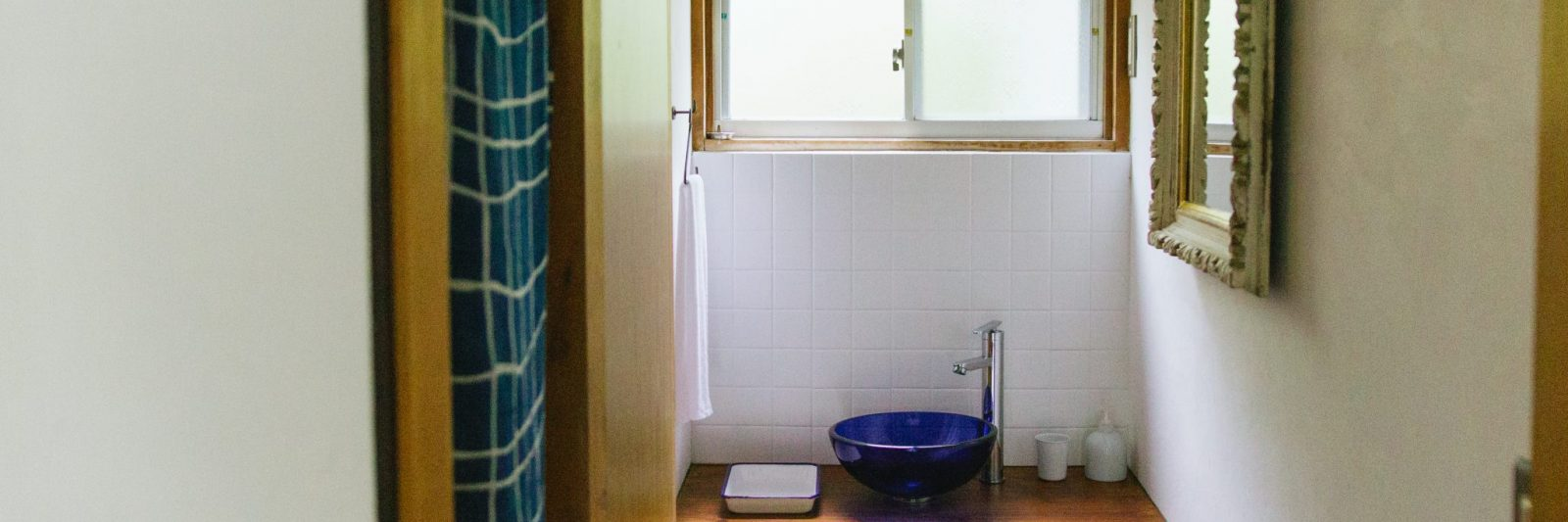 Sink and mirror at Coya Cottage