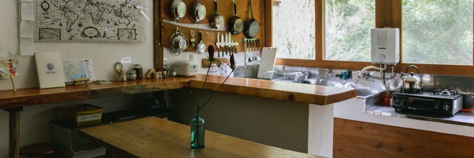 Retreat wabi-sabi Shimoda. Kitchen. The guesthouse has a communal kitchen.